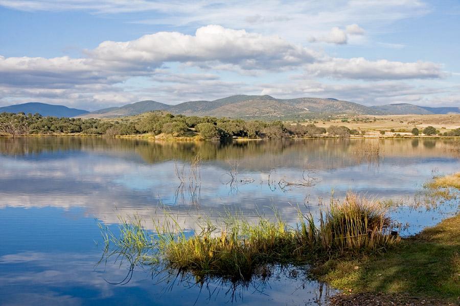 Het stuwmeer van Alcollarín